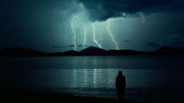 tips hiking in thunderstorm